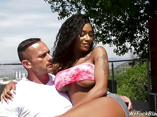 Awesome curvy beauty Sarai Minx works on two erected cocks (FMM)